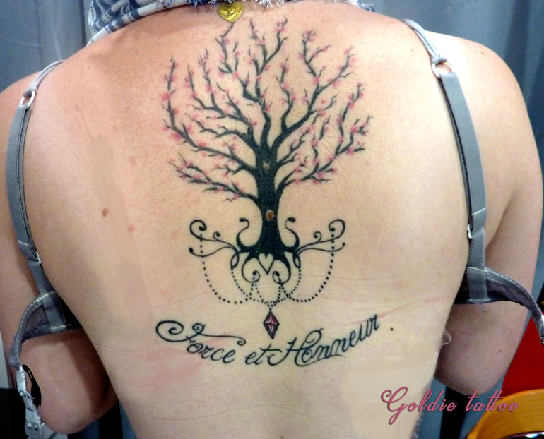 tatouage arbre de vie good tattoo tatouage mimi arbredevie arbre poignet paris inked with. Black Bedroom Furniture Sets. Home Design Ideas