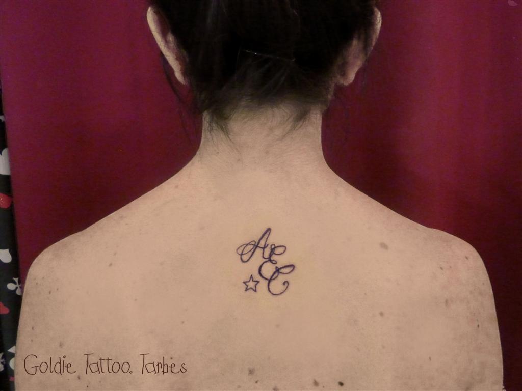 tatouage clavicule et bras femme