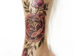 Goldie-Tattoo-Tarbes.mars2019web.couverture2-par-pivoine-rose-cheville..jpg