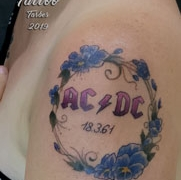 GOLDIE-TATTOO-Tarbes.aout2019.web.AC-DC-et-pensees..jpg