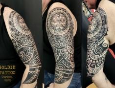 GOLDIE-Tattoo-Tarbes.-fevrier2020.web.bras-couverture-par-maori.jpg